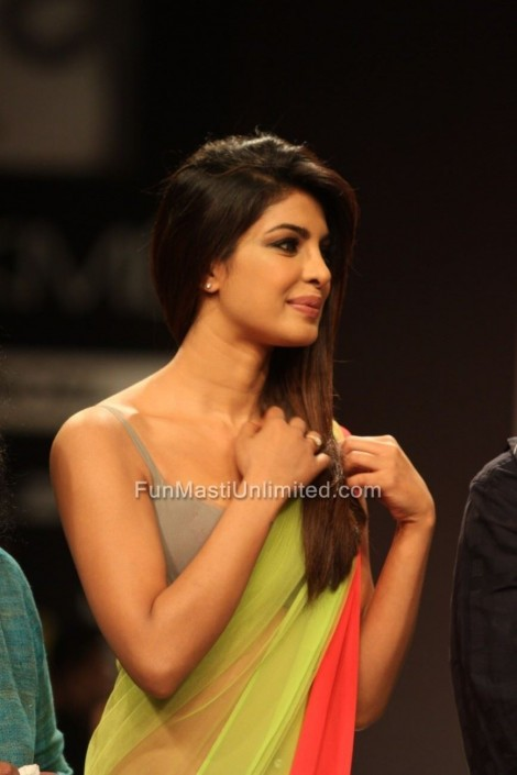 Priyanka Chopra Ramp Lakme Fashion Week Manish Malhotra