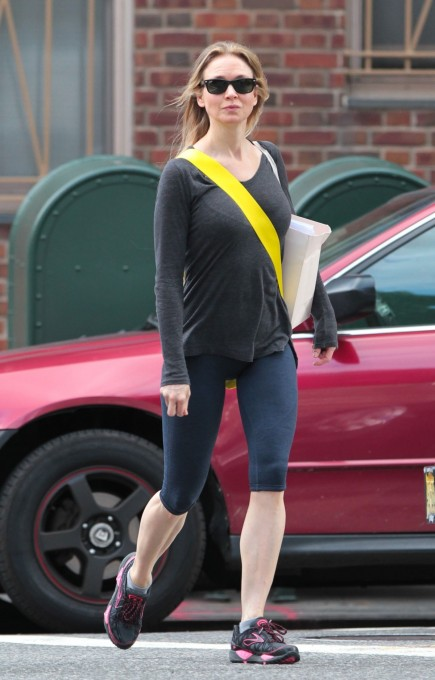 Renee Zellweger In Leggings Out And About In New York Beach