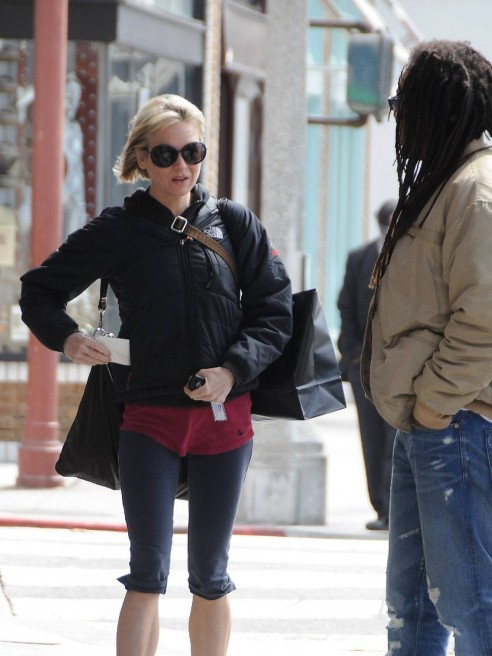 Renee Zellweger Making Friends With Paparazzi Anorexic