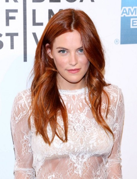Riley Keough Mistaken For Strangers Premiere New York Rote Haare Weises Kleid Large