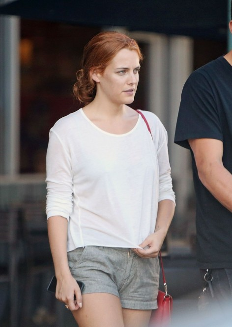 Riley Keough Shopping At Whole Foods In West Hollywood Beach