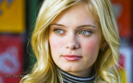 Sara Paxton Closeup Wallpaper