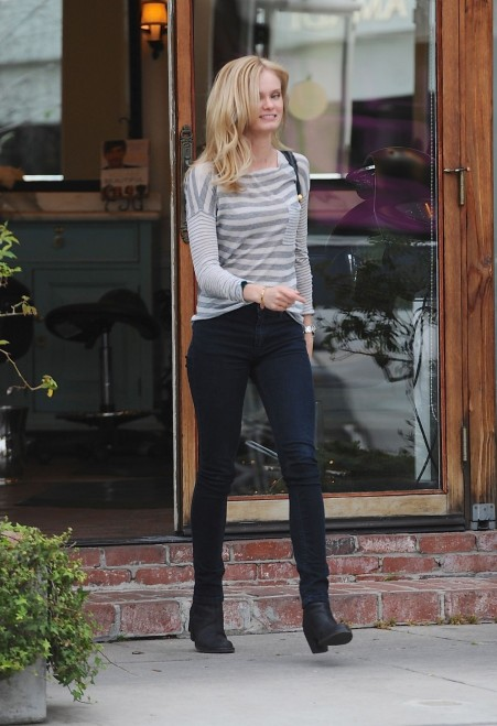 Sara Paxton Leaves Ken Paves Salon In Los Angeles Body