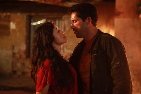 Still Of Scott Adkins And Yvette Yates In El Gringo