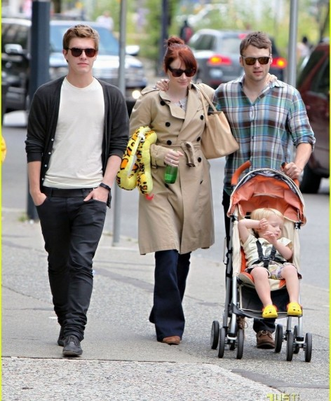 Bryce Dallas Howard With Husband Seth Gabel Son Theodore And Costar Xavier Twilight Series Wallpaper