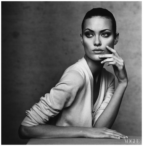 Shalom Harlow Photographed By Irving Penn Vogue Background