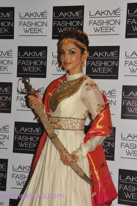 Sonali Bendre And Eesha Koppikar On The Ramp Lfw Large