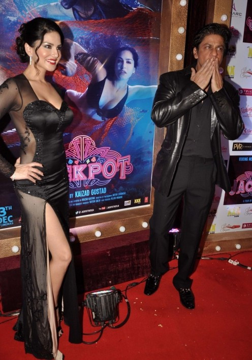 Sunny Leone Shah Rukh Khan At Jackpot Movie Premiere Show Image Pictures Photo Gallery Without Clothes