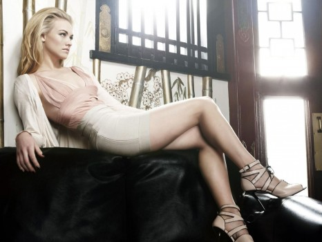 Yvonne Strahovski Via Fashion In Movies