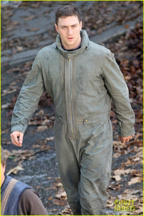 Aaron Taylor Johnson Godzilla Set With Bryan Cranston