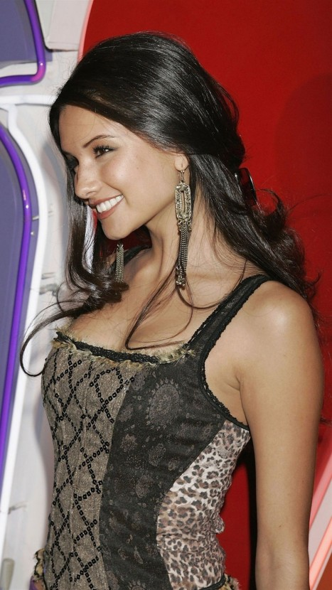 Alice Greczyn Celebrity Mobile Wallpaper