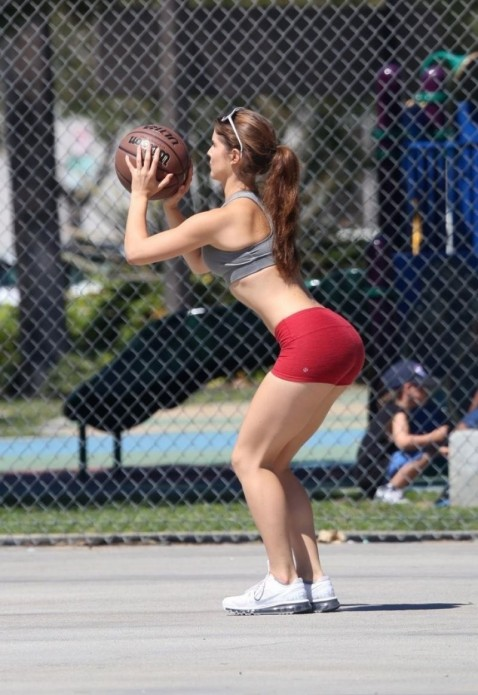 Amanda Cerny In Shorts And Tank Top Playing Basketball In Beverly Hills