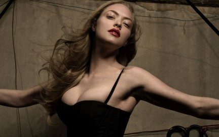 Amanda Seyfried Wallpaper Wallpaper