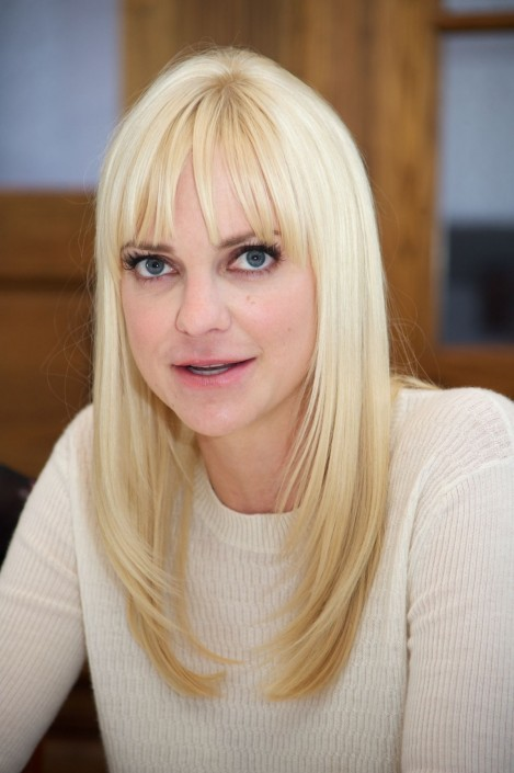 Anna Faris Speakin At Mom Press Conference In West Hollywood