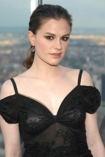 Famous American Actress Anna Paquin Sexy