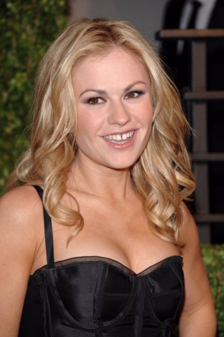Smiling Pictures Of Anna Paquin