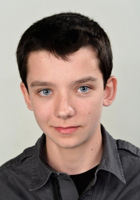 Asa Butterfield Po Shared By Kaleena Background Wallpapers Images Celebrities Images Asa Butterfield Hd Wallpaper