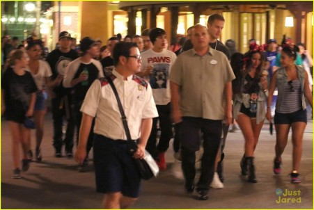 Selena Gomez Austin Mahone Disneyland Fun With Emblem And Selena Gomez
