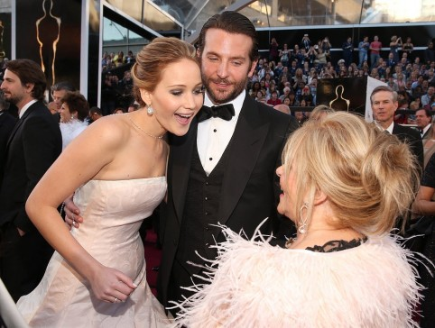 Jennifer Lawrence Shared Moment Bradley Cooper His Mom And Jennifer Lawrence