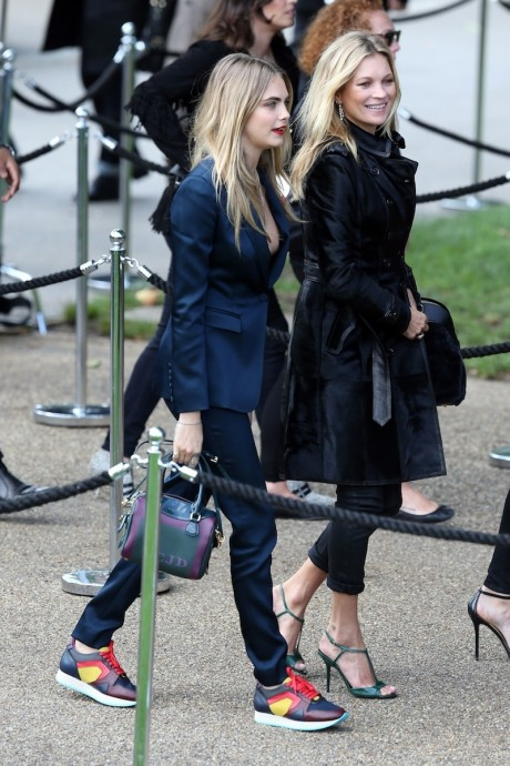 Holding Celeb Beauty Cara Delevingne Kate Moss
