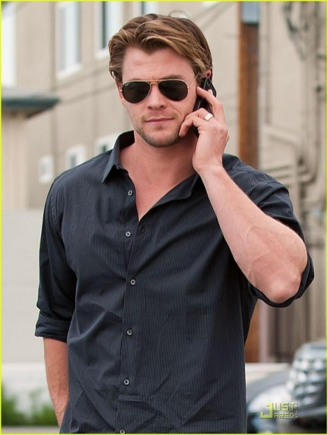 Exclusive Pictures Of Famous Hollywood Actor Chris Hemsworth Hot