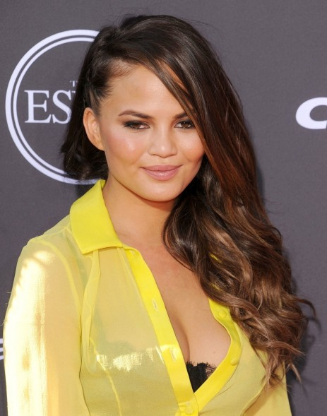 Chrissy Teigen Also Wore Braids Award Ceremony Side Swept Makeup