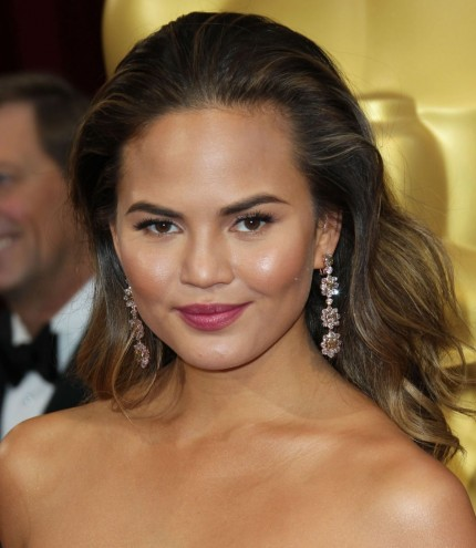 Chrissy Teigen At Th Annual Academy Awards In Hollywood Spray Tan