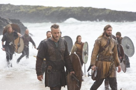Picture Of Travis Fimmel And Clive Standen In Vikings Dispossessed Large Picture