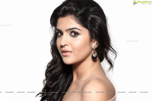 Deeksha Seth Hd Wallpapers