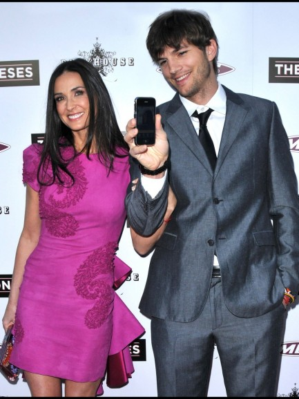 Ashton Kutcher Demi Moore Phon And Ashton Kutcher