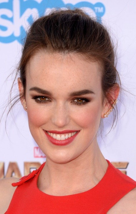 Elizabeth Henstridge At Guardians Of The Galaxy Premiere In Hollywood Wallpaper