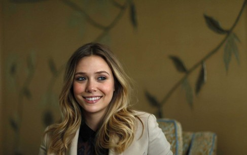 Elizabeth Olsen Smiling Face Wallpaper