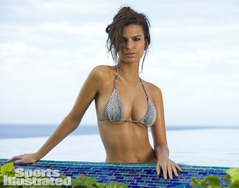 Emily Ratajkowski Sports Illustrated Swimsuit Body