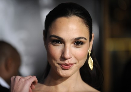 Hot Actress Gal Gadot Hd Wallpapers Hot