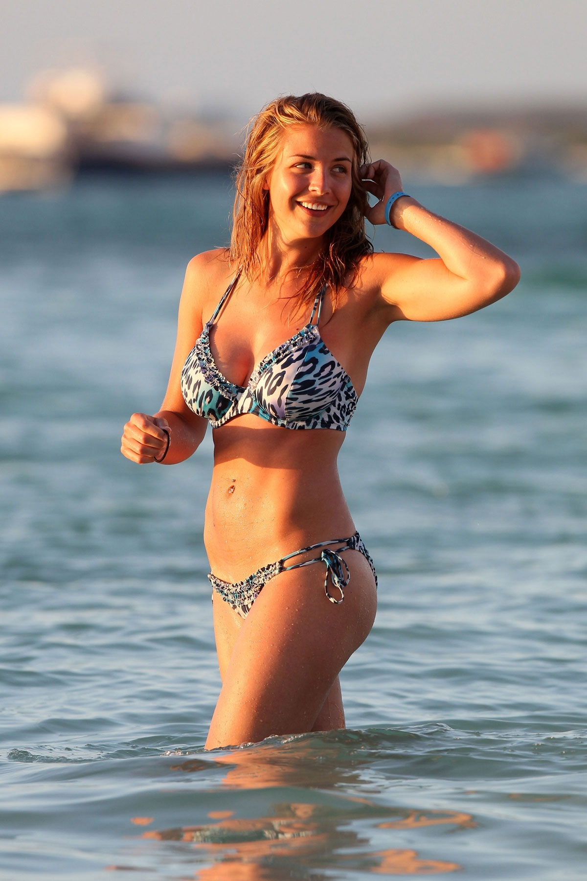 Gemma Atkinson In Bikini On Beach In Aruba Films