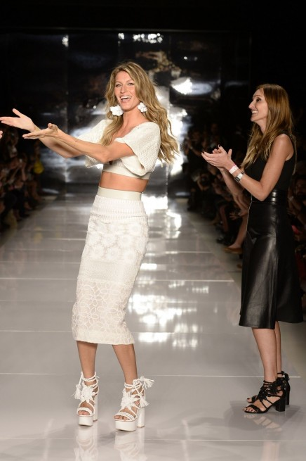 Gisele Bundchen At Colcci Summer Fashion Show