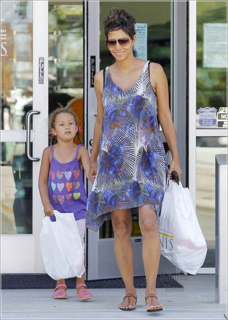 Halle Berry Shops With Nahla Spl Son