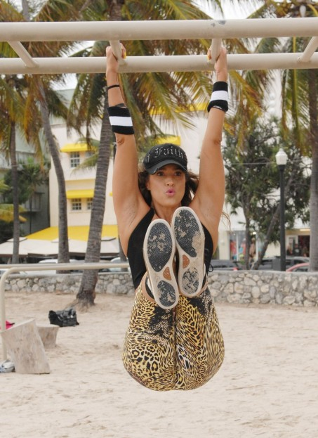 Jennifer Nicole Lee Works Out On The Beach In Miami January