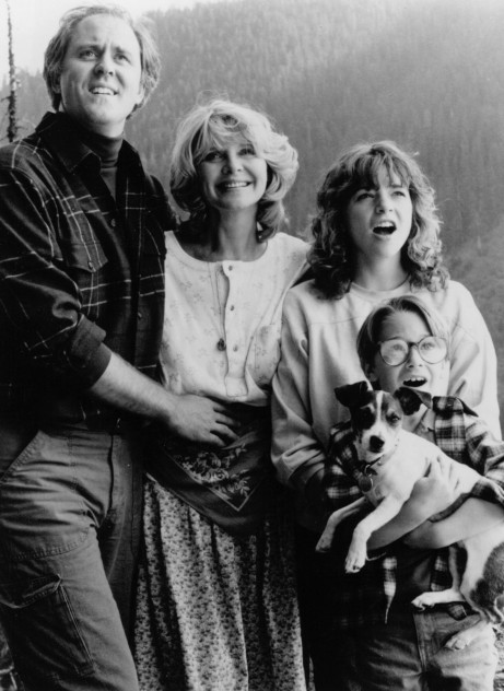 Picture Of John Lithgow Melinda Dillon And Margaret Langrick In Harry And The Hendersons Large Picture Harry And The Hendersons