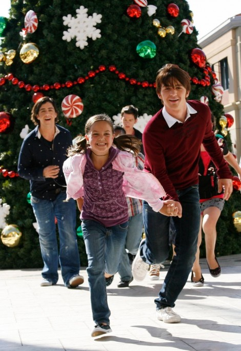 Picture Of Drake Bell And Josh Peck In Merry Christmas Drake Amp Josh Large Picture And Drake Bell