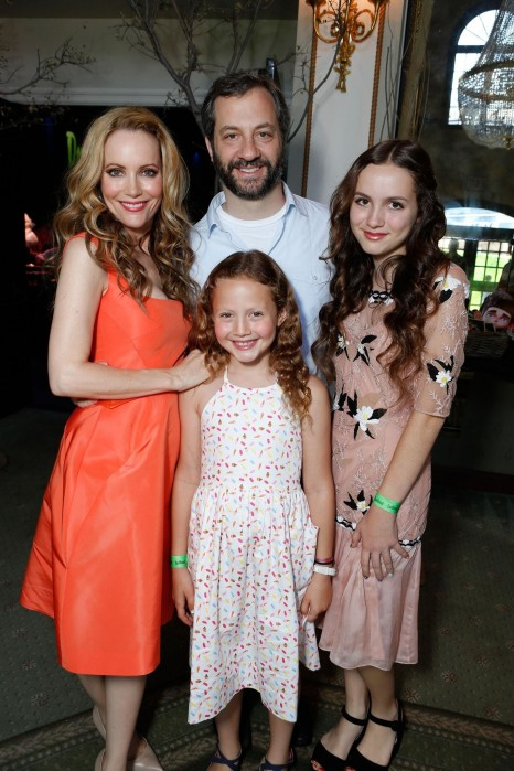 Leslie Mann Judd Apatow Maude Apatow And Iris Apatow At Event Of Paranorman Children