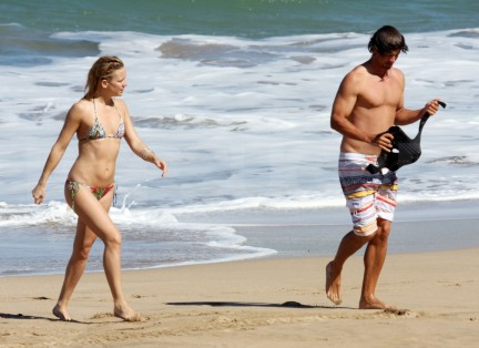 Fp Exclusive Romance On The Beach For Kate Hudson And Adam Scott Wtmk Beach