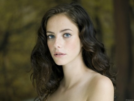 Kaya Scodelario Fh Charlie Hunnam In Talks To Play Legendary King Arthur In Six Films Body