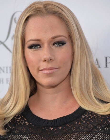 Kendra Wilkinson At The By Jennifer Love Hewitt Launch At Pea In The Pod In Beverly Hills