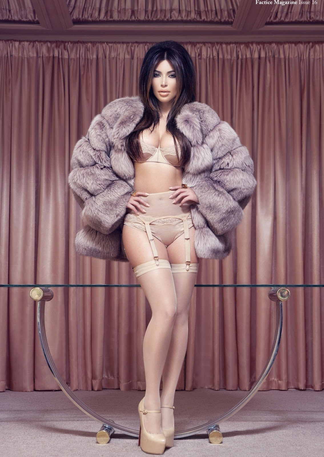 Factice France January Kim Kardashian