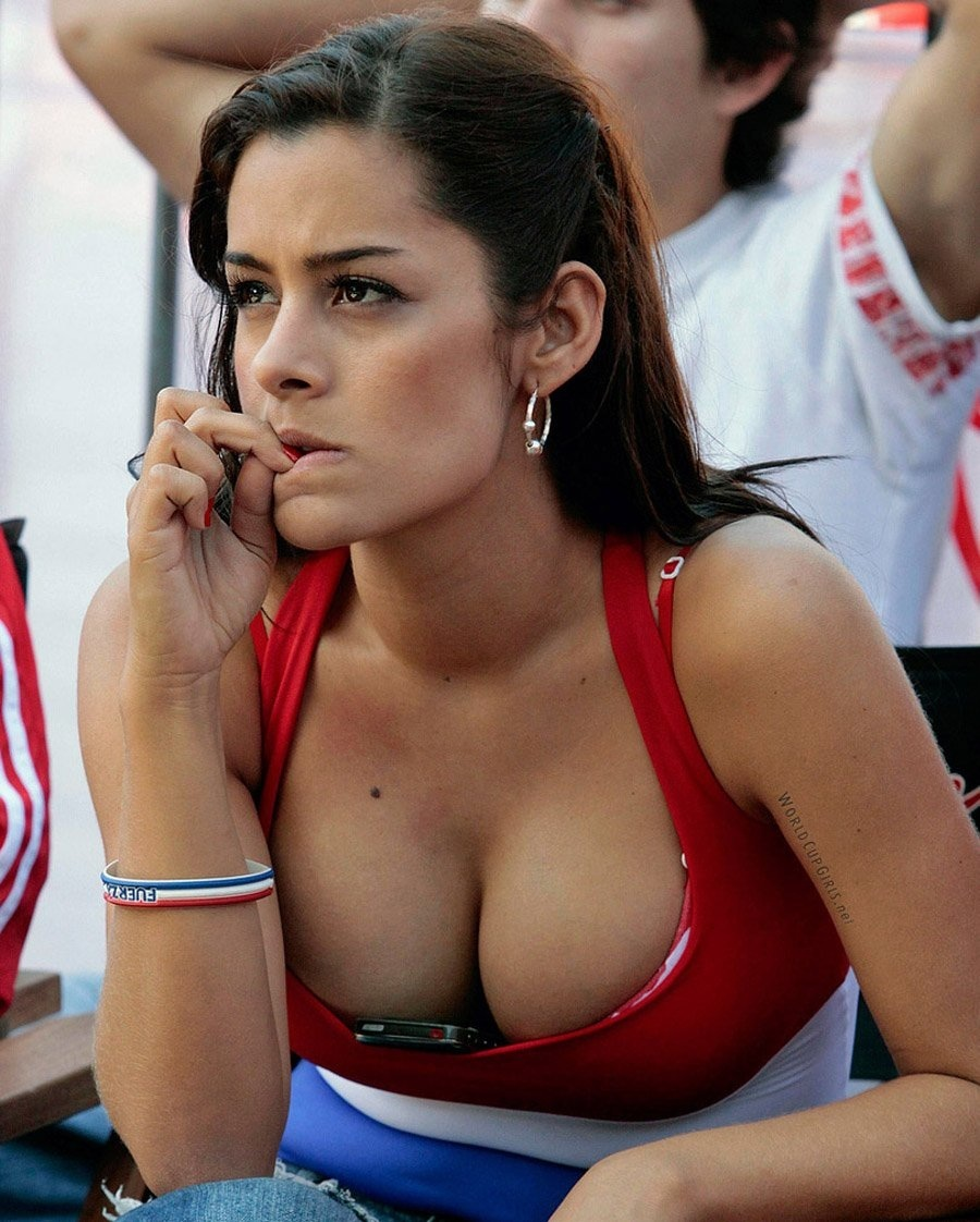 Larissa Riquelme Photo