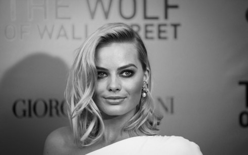 Margot Robbie Side Hairstyles Black And White Hd Wallpaper