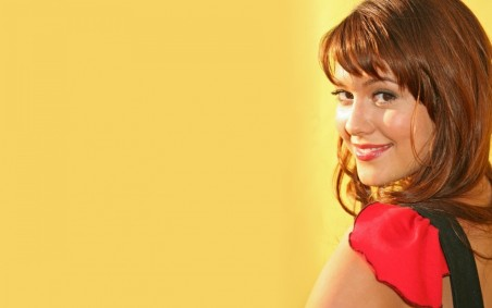 Mary Elizabeth Winstead Smiling Face Wallpaper