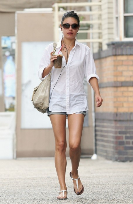 Milakunis Out For Coffee Nyc Body