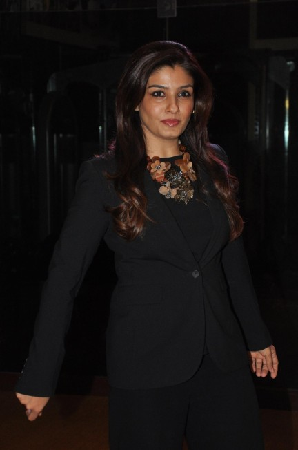 Pm Sdsy Jiutpmd Raveena Tandon At The Unveiling Of Eden With Love Couture Line By Designer Sonaakshi Raaj For Lfw In Mumbai